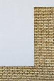 Den moderna tegelstenväggen med vit målade murbrukbakgrund Royaltyfri Foto