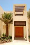 Den moderna villan för arabisk stil på det lyxiga hotellet royaltyfria bilder