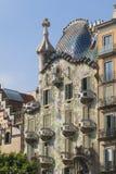 Den modernistiska CasaBatllo fasaden som planläggs av Antoni Gaudi, i B Royaltyfri Foto