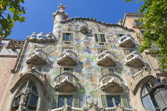 Den modernistiska CasaBatllo fasaden som planläggs av Antoni Gaudi, i Barcelona Royaltyfri Fotografi