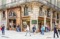 Den modernistiska fasaden av filateli shoppar, i Barcelona Royaltyfria Foton