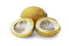 Den mogna aceraen eller betelen gömma i handflatan mutterfrukt med banan Arkivfoto