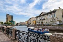 Den Moika invallningen i St Petersburg Royaltyfri Bild