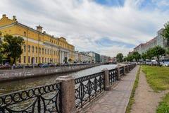 Den Moika invallningen i St Petersburg Arkivbild