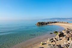 Den Molinar strandpromenaden och små vaggar pir Royaltyfri Fotografi