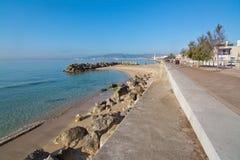Den Molinar strandpromenaden och små vaggar pir Royaltyfria Bilder