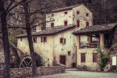 Den Molinetto dellaen gamla Croda maler i Italien Arkivfoton