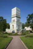 Den molnfria sommardagen för vitt torn Tsarskoye Selo Royaltyfri Bild