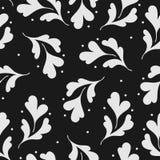 Den monokromma sömlösa modellen med silver blommar och prickar på svart bakgrund Royaltyfri Bild