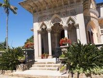 Den Monserrate slotten är en exotisk palatslik villa och gardenlocated i Sintra, Portugal, den traditionella sommarsemesterorten  Arkivfoton