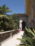Den Monserrate slotten är en exotisk palatslik villa och gardenlocated i Sintra, Portugal, den traditionella sommarsemesterorten  Royaltyfri Bild