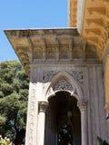 Den Monserrate slotten är en exotisk palatslik villa och gardenlocated i Sintra, Portugal, den traditionella sommarsemesterorten  Royaltyfria Bilder