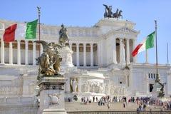 Den monumentAltare dellaen Patria och monumentet som gör till kung Vittor Arkivbilder