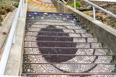 Den mosaiska trappan, San Francisco i den 16th avenyn belade med tegel StepsMosaic trappan, San Francisco i den 16th avenyn belad royaltyfri bild