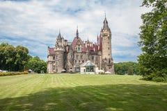 Den Moszna slotten är en historisk slott Arkivfoto