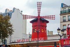Den Moulin rougekabareten i Paris Royaltyfria Bilder