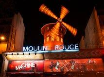 Den Moulin rougen vid natt, Paris. Royaltyfria Foton