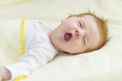 Den Mund aufsperrendes Baby Stockfotos