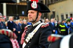 Den musikaliska musikbanddirektören av den italienska polisen på en representant ståtar Arkivfoto
