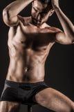 Den muskulösa unga sexiga nakna gulliga mannen Royaltyfria Foton