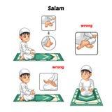 Den muslimska bönpositionshandboken utför stegvis vid pojkehälsning och positionen av foten med fel position Fotografering för Bildbyråer