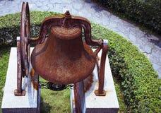 Den mycket gamla klockan av kyrkan Royaltyfri Fotografi