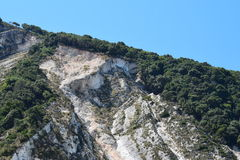 Den Myrthos stranden med omge för berg Arkivfoton
