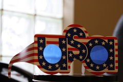 Den nära makroen sköt upp av USA USA amerikanska themed partiexponeringsglas Arkivfoton