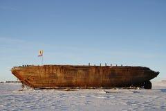 Den nära sikten av skeppsbrottet återstår av Mauden, den Cambridge fjärden Nunavut Arkivbild
