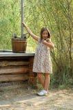 Den nätt liten flicka i land utformar Fotografering för Bildbyråer