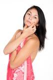 Den nätta brunetten sätter kräm på framsida Royaltyfri Foto