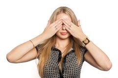 Den nätta kvinnan ser in ingen ond gest Royaltyfria Bilder