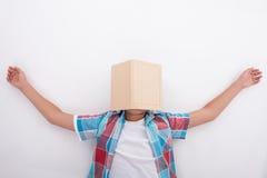Den nätta manliga tonåringen är trött av att studera royaltyfria foton