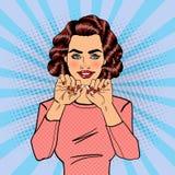 Den nätta unga kvinnan bryter cigaretten rökande stopp Popkonst royaltyfri illustrationer