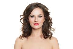 Den n?tt kvinnan isolerade Härlig modell med lockigt hår på vit bakgrund royaltyfri foto
