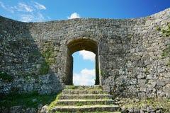 Den Nakagusuku slotten fördärvar Arkivfoton