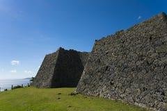 Den Nakagusuku slotten fördärvar landskap Arkivfoton