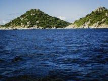 Den Nan yuanen i den Koh Tao stranden som dyker semestrar i vit, vaggar arkivfoton