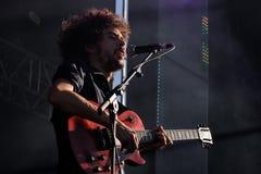 Den Napoleon Solo musikbandet utför på den Dcode festivalen. Arkivbild