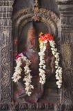 Den Narasimha avataren av Vishnu sned i pelare Arkivfoton