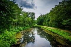 Den Nashua floden på min nedgångar parkerar i Nashua, New Hampshire Royaltyfri Fotografi