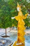 Den Nat statyn i trädgård av den Kaunghmudaw pagoden, Sagaing, Myanmar royaltyfri fotografi