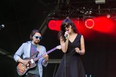 Den Natalie Prass sångaren och låtskrivaren utför på Rock festivalen för En Seine arkivbilder