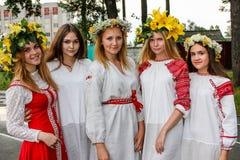 Den nationella berömmen av den hedniska ferien av Ivan Kupala i den Gomel regionen av Vitryssland Royaltyfri Fotografi