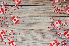 Den nationella ferien av Juli 1 - lycklig Kanada dag, herrav?ldedag, begreppet av patriotism, sj?lvst?ndighet och minne, ett st?l arkivfoton