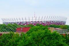 Den nationella stadion i Warszawa som ses från den västra banken av Vistulaet River, Polen Royaltyfri Fotografi