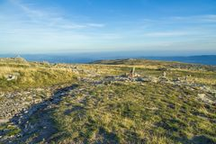 Den naturliga Serra da estrelaen parkerar, kullar och solen Loppfoto royaltyfri bild