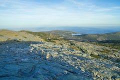 Den naturliga Serra da estrelaen parkerar, kullar och solen Loppfoto royaltyfria foton