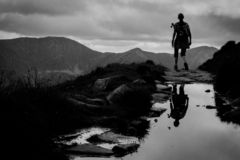 Den naturliga spegeln i berg royaltyfria foton