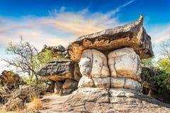 Den naturliga stenen parkerar Arkivfoton